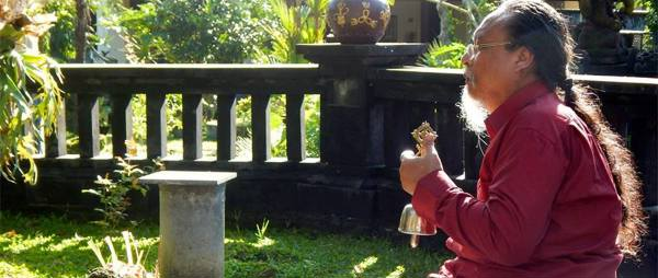 Ratu meditation at Shiva fountain